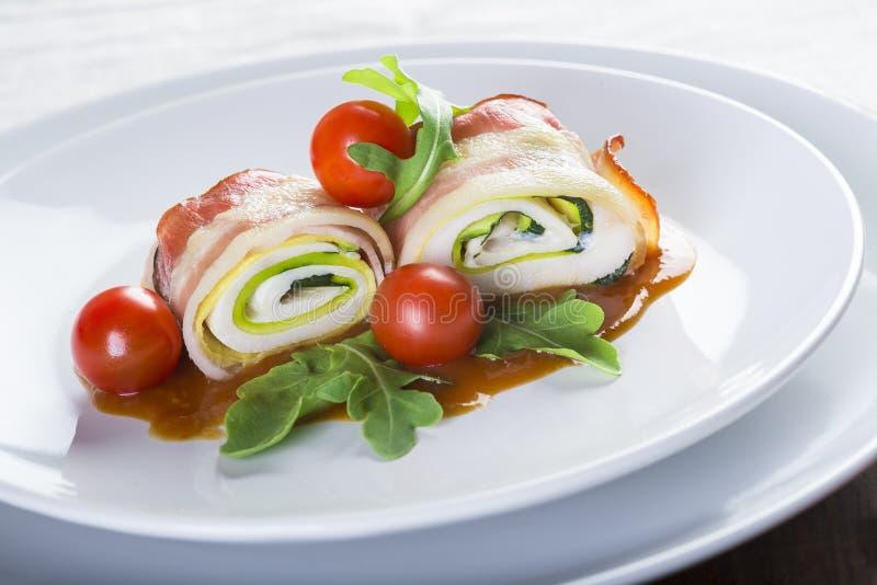 Paupiettes ein typischer Teller der französischen Küche gemacht von gerolltem Fleisch lizenzfreies stockbild