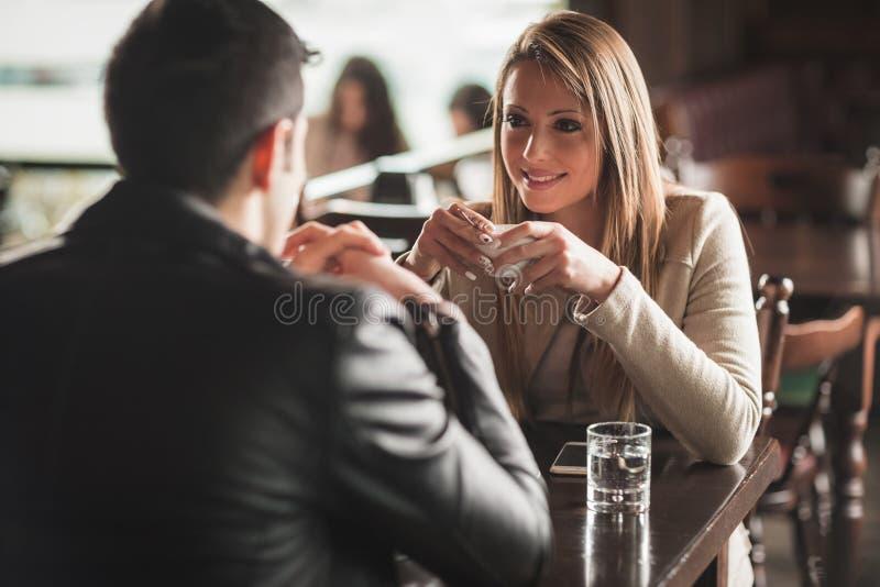 Pausa caffè romantica fotografie stock libere da diritti