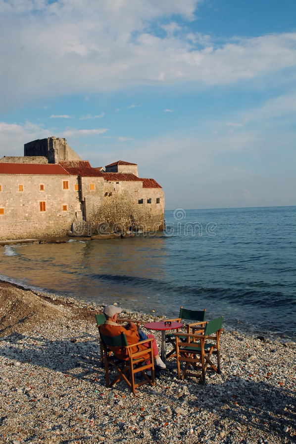 Pausa del café en la playa imágenes de archivo libres de regalías