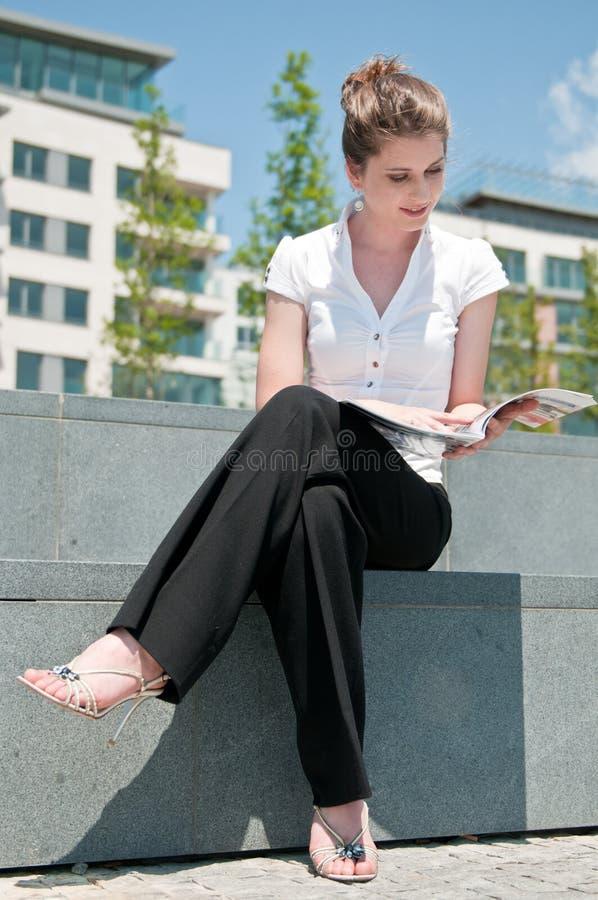 Pausa di lavoro - scomparto della lettura immagini stock