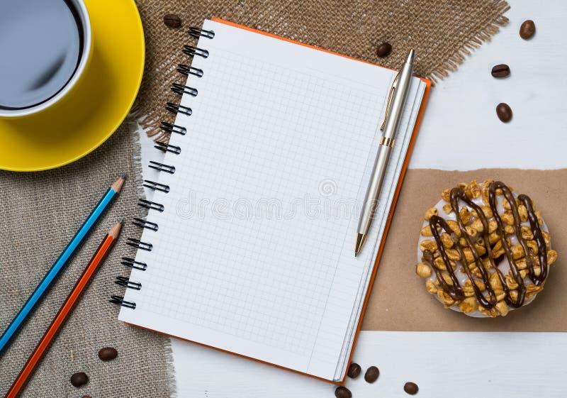 Download Pause-café Avec Le Casse-croûte Image stock - Image du cahier, cuvette: 77152589