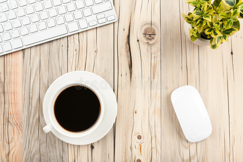 Download Pause-café dans le bureau photo stock. Image du cuvette - 56489624