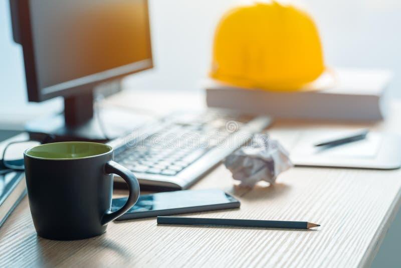 Pause-café dans le studio d'architecrure et de conception intérieure image libre de droits