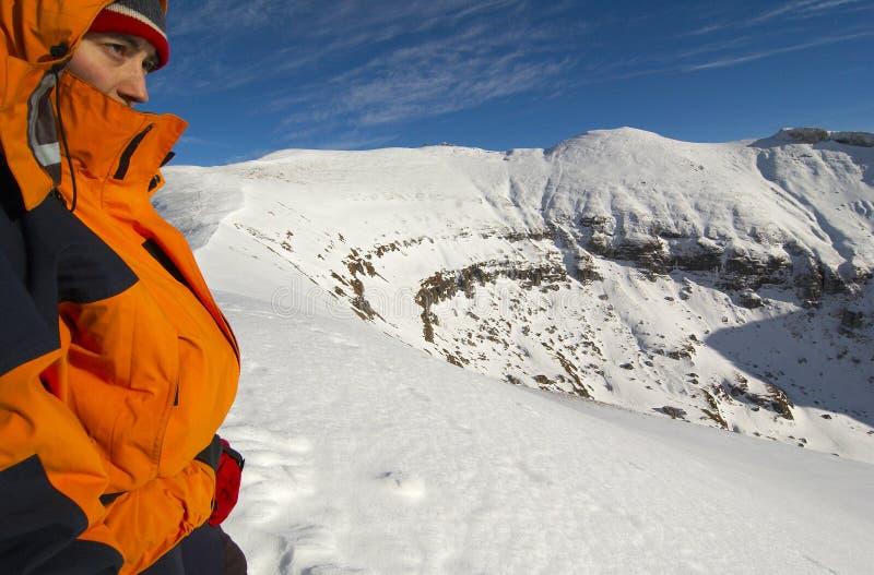 Pause dello scalatore della montagna fotografia stock libera da diritti