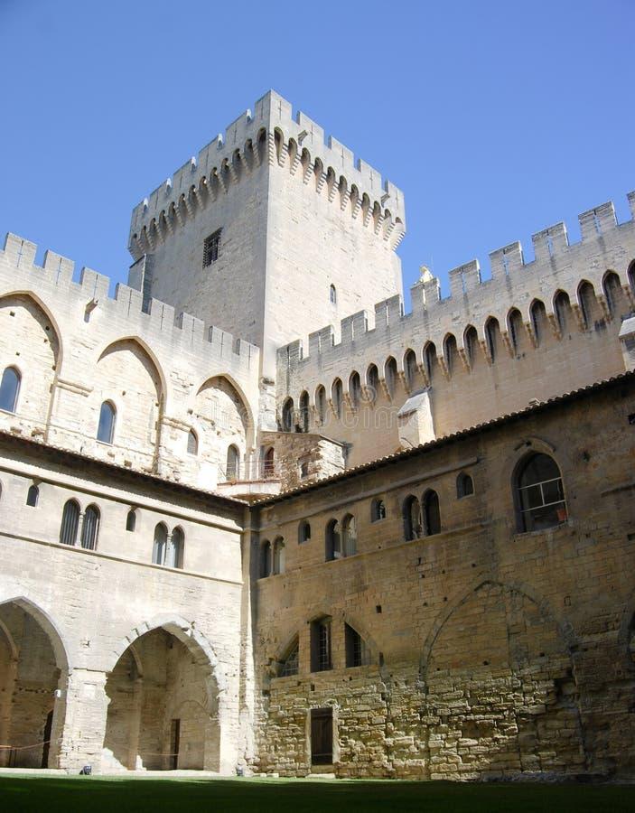Pauselijk Paleis in de Binnenlandse Binnenplaats van Avignon Frankrijk royalty-vrije stock foto