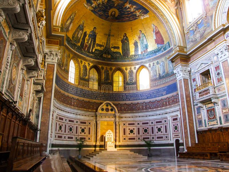 Pauselijke Cathedra in Archbasilica van St John Lateran in Rome stock afbeelding