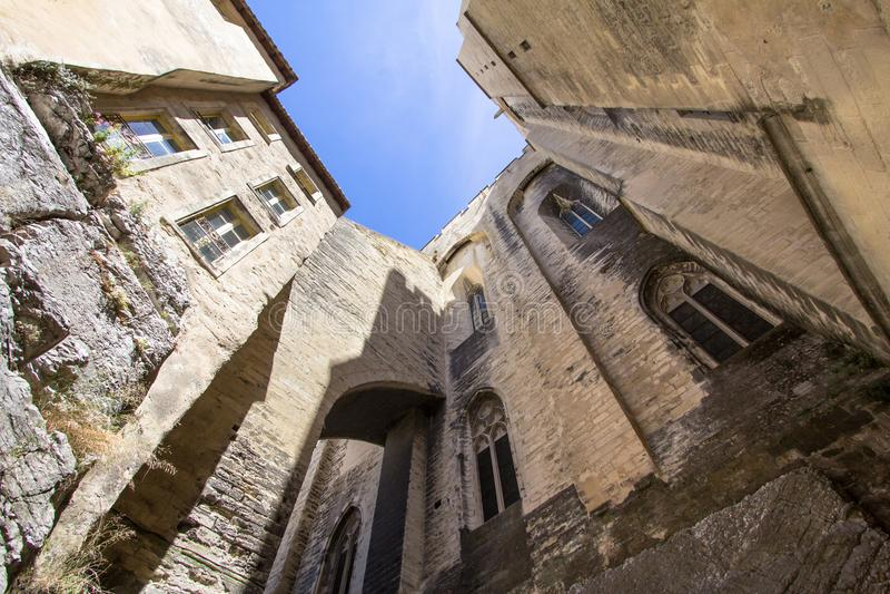 Download Pausenpaleis In Avignon, Frankrijk Stock Foto - Afbeelding bestaande uit oriëntatiepunt, blauw: 107701134