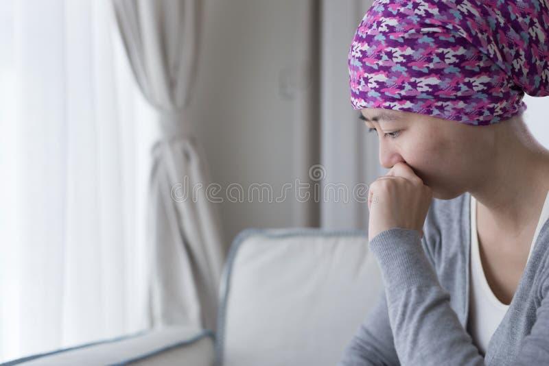 Pauvre femme de cancer photo stock