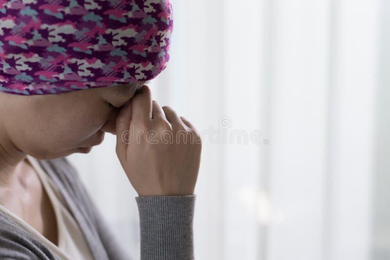 Pauvre femme de cancer image libre de droits