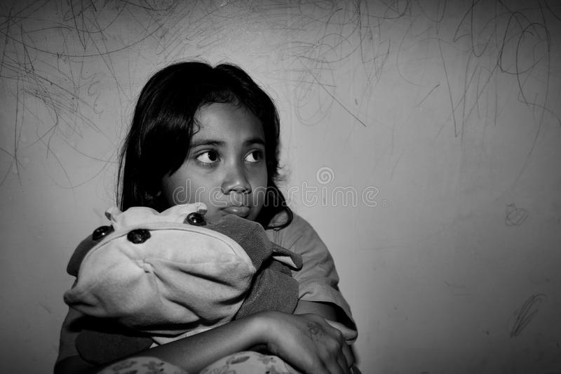 Pauvre petite fille asiatique photo libre de droits