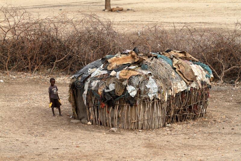 Pauvreté et huttes de Samburu au Kenya images libres de droits