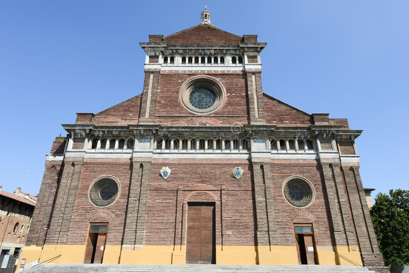Pavia Italien: Renässansdomkyrka royaltyfria foton
