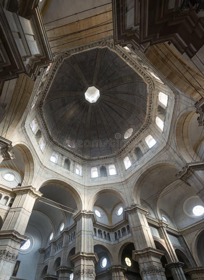 Pavia, katedralny wnętrze obrazy royalty free