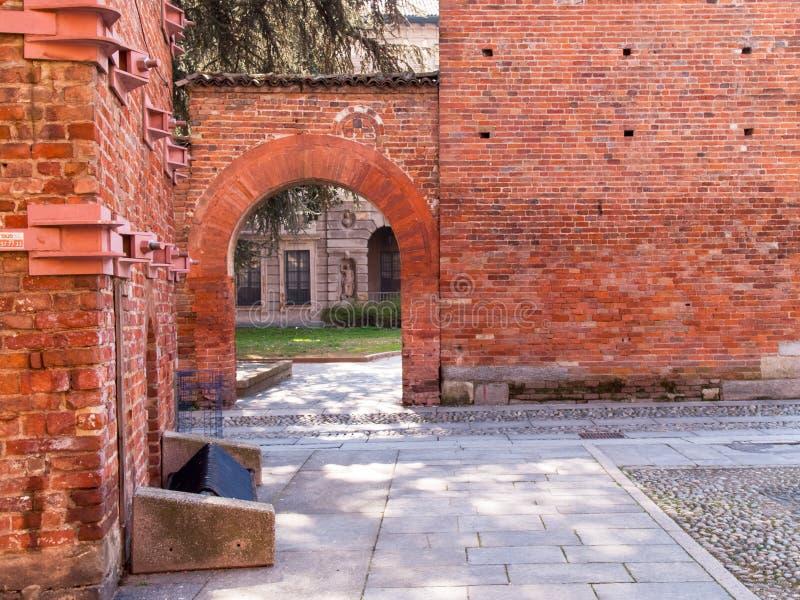 pavia medeltida torn royaltyfri fotografi