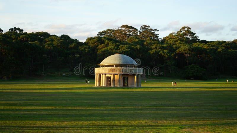 Pavilhão da federação, que abriga a pedra da comunidade no parque centenário fotos de stock royalty free