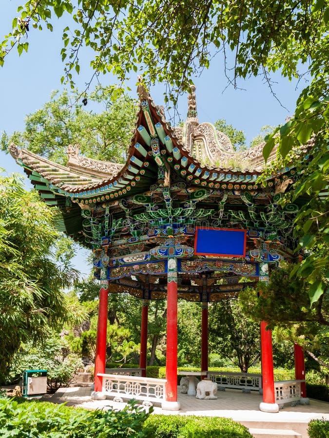 Pavilhão de madeira tradicional em Lanzhou imagem de stock
