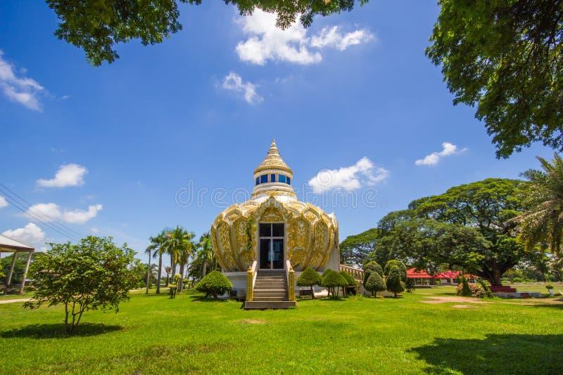 Pavilhão (dinheiro) do pai santamente da BO do bastão Wat Yang Khoi Kluea em Phichit Tailândia fotos de stock royalty free