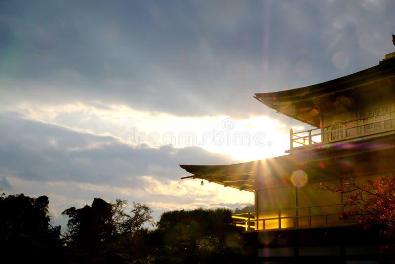 Pavilhão do ji de Kinkaku em Kyoto imagem de stock