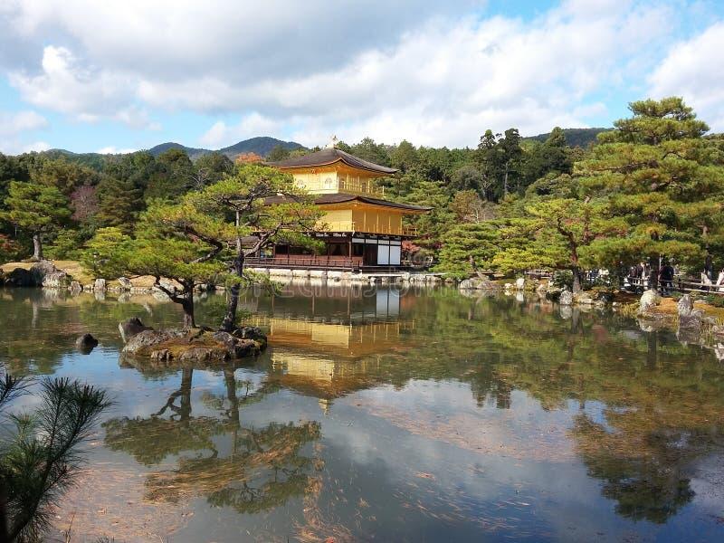 Pavilhão dourado de Kinkakuji foto de stock