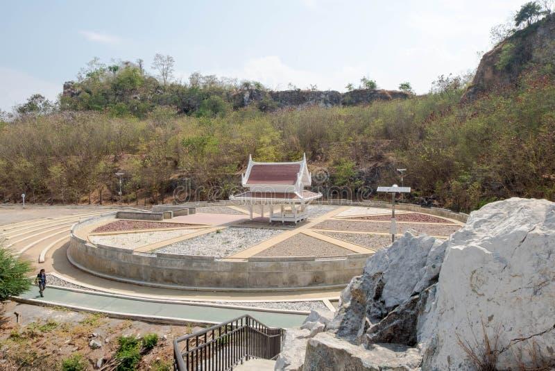 Pavilhão no meio do jardim da pedra do círculo, uma parte do parque da montanha de Khao-Ngu imagem de stock