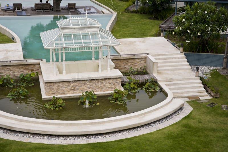 Paviljoen dichtbij de pool royalty-vrije stock afbeeldingen