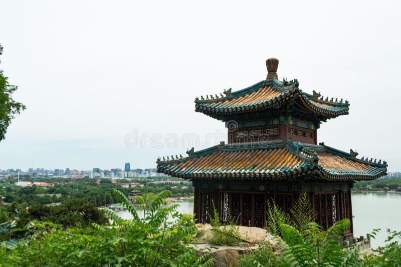 Paviljong för kinesisk stil i sommarslotten arkivfoto