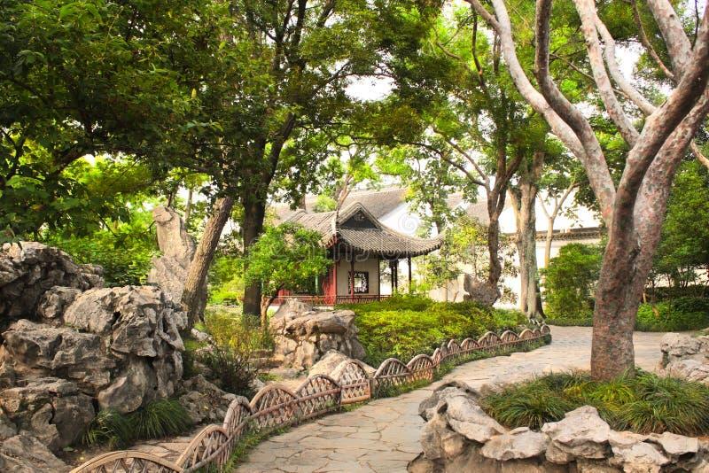 Paviljong i ödmjuka administratörs trädgård i Suzhou, Kina arkivbilder