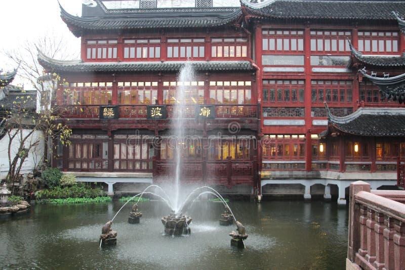 Paviljong i Yu Yuan Gardens, Shanghai Arkitektur gräsplan arkivfoto