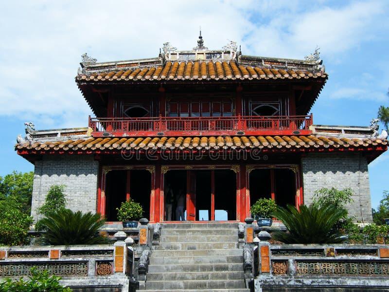 Paviljong på den Minh Mang kejsaretomben i ton, Vietnam royaltyfri fotografi