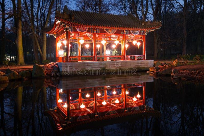 Paviljonger för traditionell kines i Lazienki parkerar arkivbild
