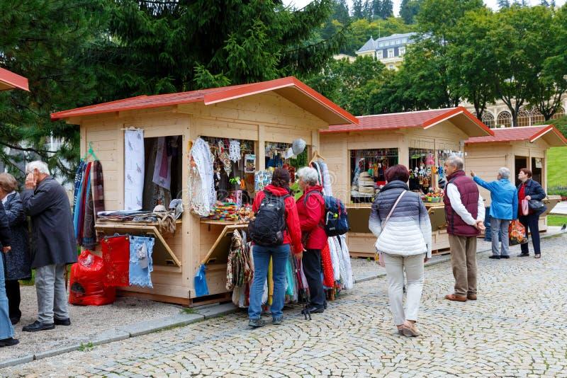 Paviljonger var en turist kan köpa souvenir royaltyfri bild
