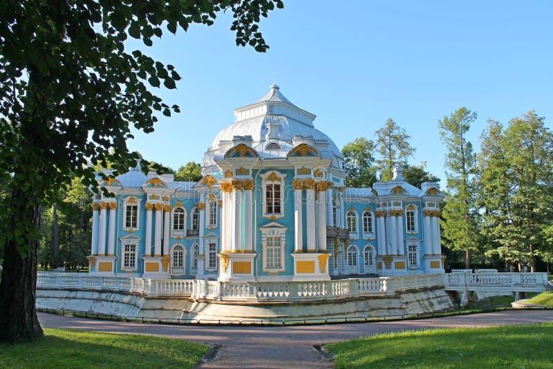 Paviljongeremitboning 24 för petersburg för park för nobility för km för catherine besök för tsarskoye för st för center familj t arkivfoton