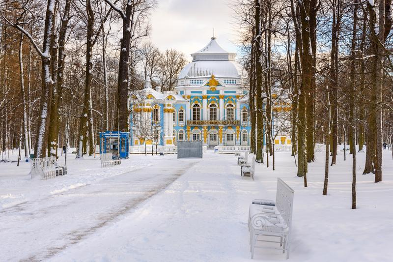 Paviljongeremitboningen i Catherine parkerar på Tsarskoe Selo i vinter pushkin petersburg saint Ryssland royaltyfria foton