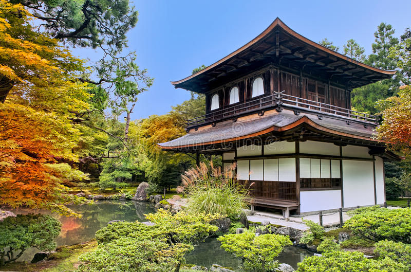 Pavillion d'argento nel giardino giapponese di zen a Kyoto fotografie stock