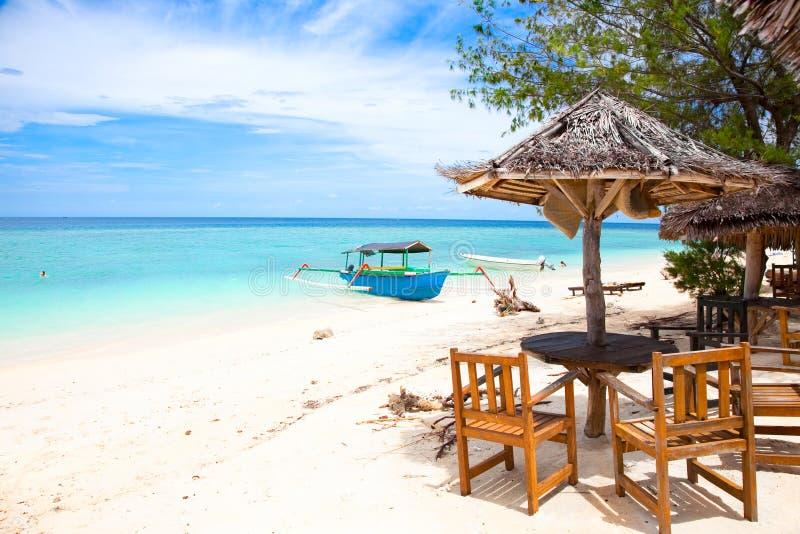Pavillion de reste de plage dans des îles de Gili photographie stock libre de droits