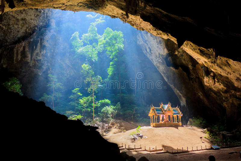 Pavillion en la cueva, Tailandia imágenes de archivo libres de regalías