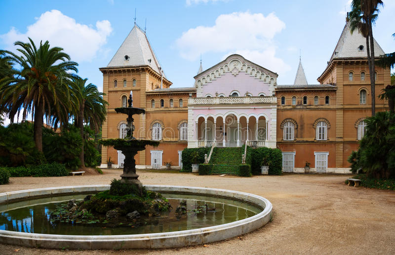 Pavillion en vierkant in Sama Park, Spanje royalty-vrije stock afbeelding