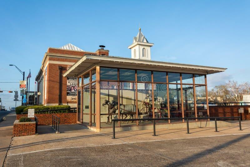 Pavillion na frente do museu do fogo de Brenham em Texas foto de stock