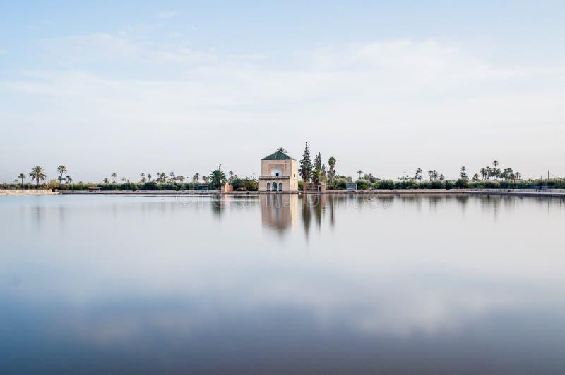 Pavillion op Tuinen Menara in Marrakech, Marokko royalty-vrije stock foto