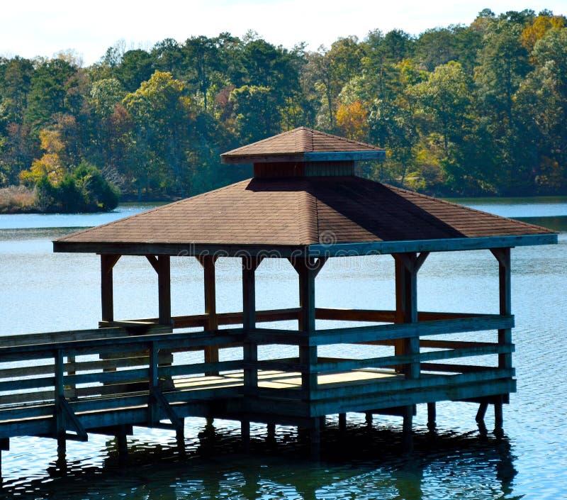 Pavillion sur le lac photos libres de droits
