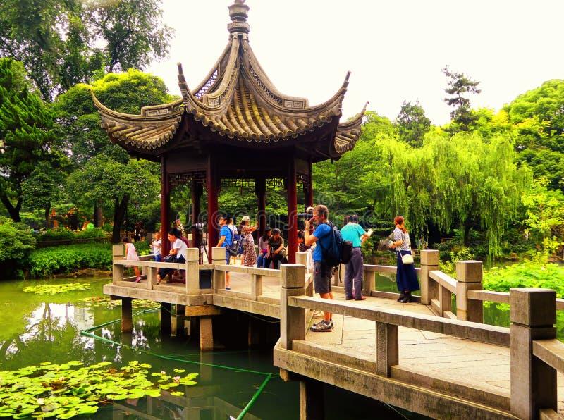 Pavillon à l'intérieur de jardin de Guyi photos stock