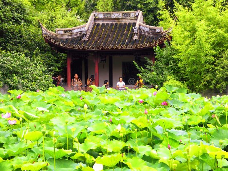 Pavillon à l'intérieur de jardin de Guyi image libre de droits