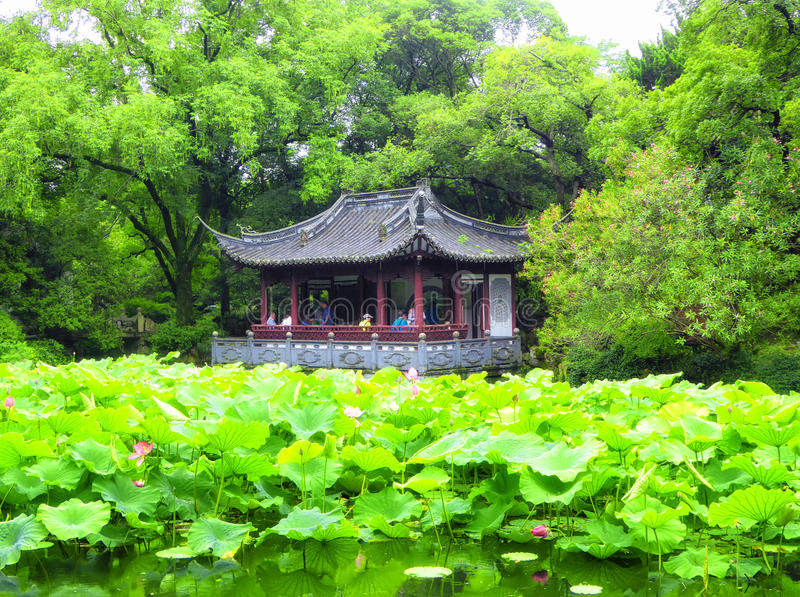 Pavillon à l'intérieur de jardin de Guyi photo stock