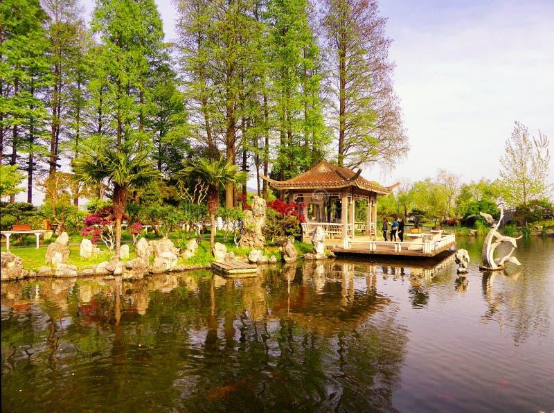 Pavillon à l'intérieur de lac Xuanwu image libre de droits