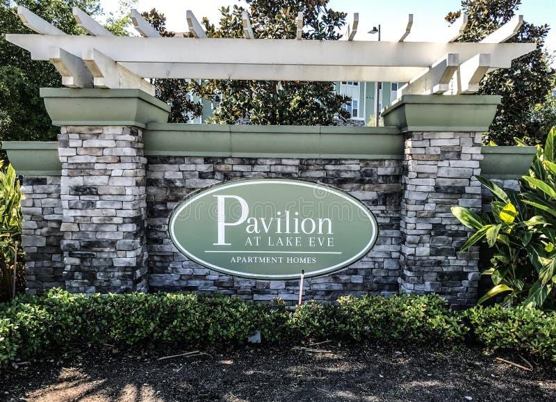 Pavillon au lac Eve Apartment Homes photographie stock