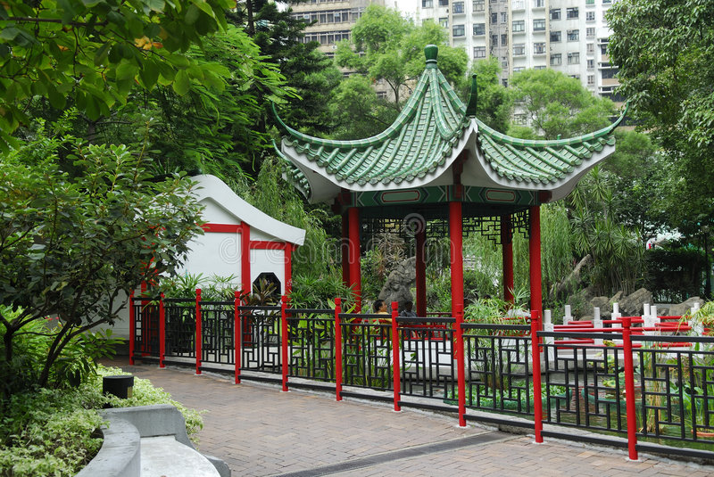 Download Pavillon chinois de jardin image stock. Image du hong - 3374257