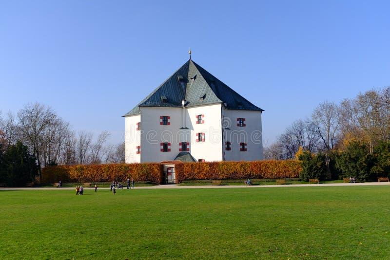 Pavillon d'été de Hvezda à Prague image stock