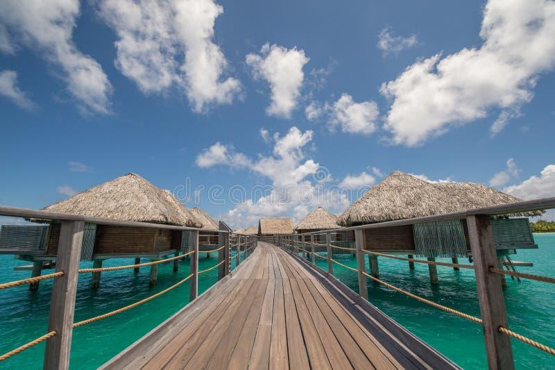Pavillon d'overwater de Bora Bora image libre de droits
