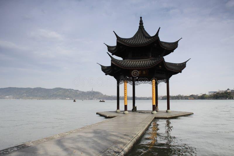 Pavillon dans le lac occidental de Hangzhou, Chine photos stock