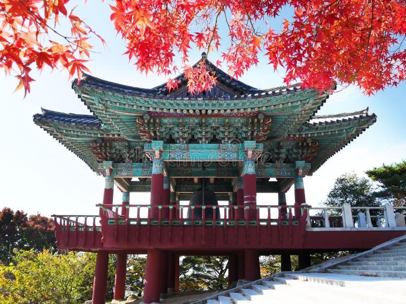 Pavillon de Bell à la grotte de Seokguram dans Gyeongju, Corée du Sud photos stock